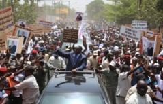 Kédougou: Macky Sall s'offre un bain de foule et s'adresse brièvement aux populations
