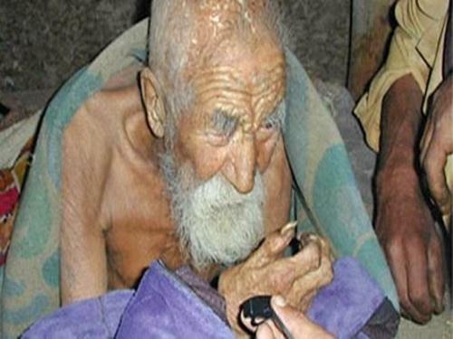 « La mort m'a oublié », dit l'homme de 179 ans (Inde)