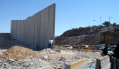 """Corniche: le """"mur de la honte"""" tombé, la Turquie invitée à venir balayer ses gravats (photo)"""