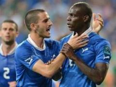 L'italie bat l'Angleterre 2-1 : Balotelli tient le choc