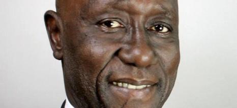 Pierre Sané discute avec les associations Dimbeli Jaboot et des Capverdiennes du Sénégal