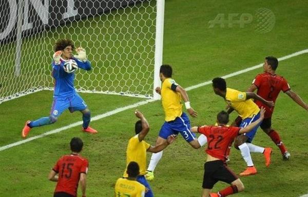 Résumé en vidéo: Brésil vs Mexique 0-0. Le sauvetage incroyable de Guillermo Ochoa (gardien mexicain)