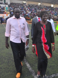 Grand Yoff : Adama Faye tabasse un jeune pro-Khalifa, Mimi Touré applaudit