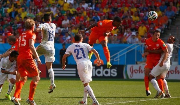 CDM 2014 - Pays-Bas 2 Chili 0: Les Oranges premiers du Groupe B