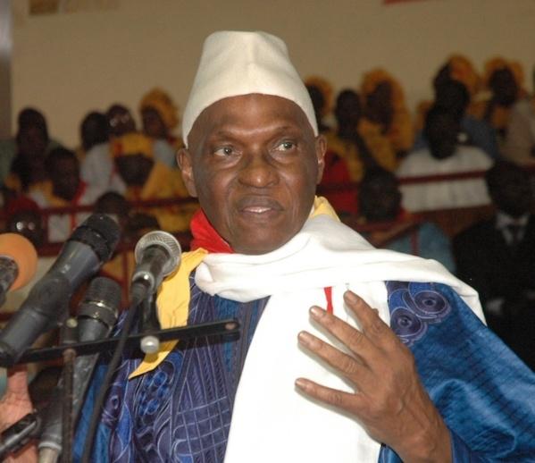 """Abdoulaye Wade à Dagana : """"Je vais donner des moyens à Oumar Sarr pour qu'il construise votre ville"""""""
