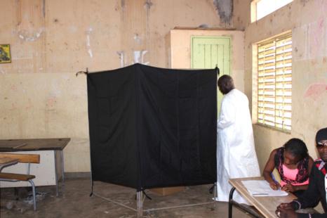 IMAGES/VIDEO - Le Ministre Oumar Gueye et candidat à la mairie de Sangalkam a accompli son devoir de citoyen