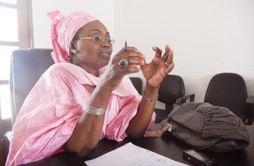 Marème Badiane, cette « vieille de 70 ans haineuse et arrogante doit se taire », selon les femmes apéristes de Grand Yoff