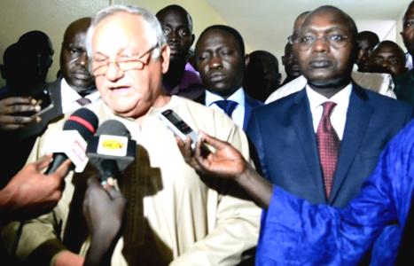 Ali Haidar a passé  le témoin à Oumar Gueye,nouveau Ministre de la pêche et de l'Economie Maritime