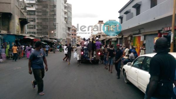 """Photos - La Police arrête des partisans de Karim Wade qui offraient du """"Ndogou"""" à Sandaga"""
