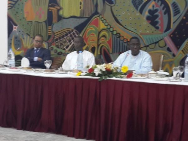 """Autour d'un """"Ndogou"""" au Palais : Macky dope les cadres de l'Apr, Thierno Alassane Sall le grand absent"""