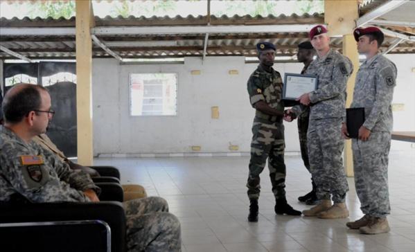 Cérémonie de remise de diplômes à des unités des Affaires civiles de l'armée sénégalaises