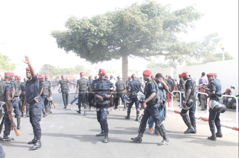 Vidéo- Procès de Karim Wade- La police charge les manifestants