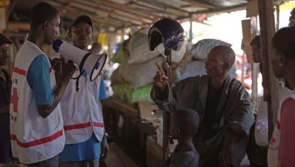 Ebola: les mesures contre le virus renforcées à travers le monde