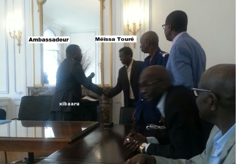 Le PDS investit l'Ambassade du Sénégal à Paris : la Police française les bloque…(Photos)