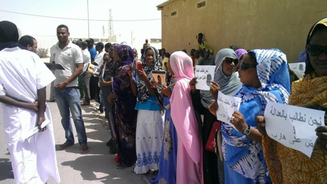 Le sit in de protestation des amis de Kane devant le palais de justice de Nouadhibou