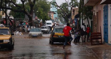 La pluie fait des dégâts à Thiès: Talla Sylla met les pieds dans l'eau