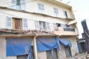 La dalle d'un bâtiment s'affaisse et blesse un maçon