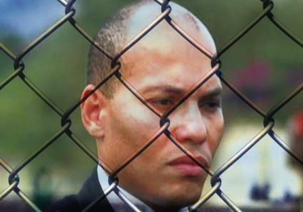 """Le discours """"guerrier"""" du """"prisonnier politique"""" Karim Wade devant la Crei"""