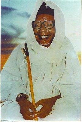 Biographie : La vie El Hadj Abdou Aziz Sy Dabakh (1904-1997)