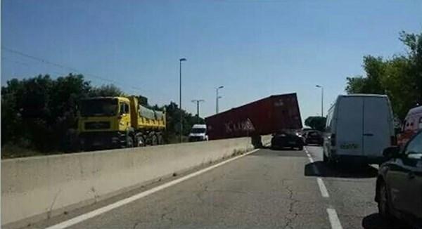 Diourbel : Un container tombe sur un taxi et tue une dame