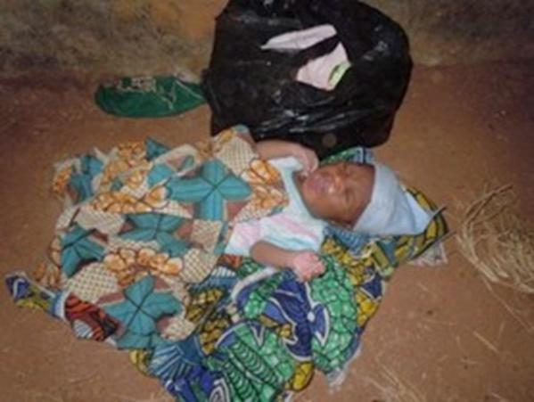 Un bébé abandonné devant une maison à Sacré Cœur 3