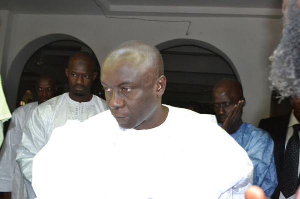 Thiès: Idrissa Seck, sur des béquilles, présente ses condoléances à Thierno Bocoum