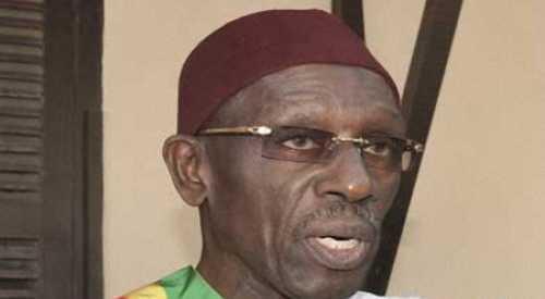 Doudou Wade, sur des béquilles, présente ses condoléances à Thierno Bocoum