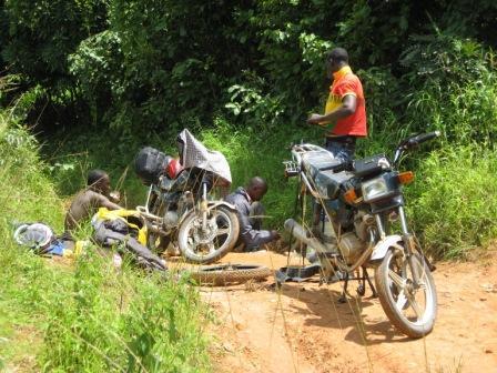 Vélingara : Sept conducteurs de moto arrêtés à la frontière avec la Guinée pour trafic de passagers