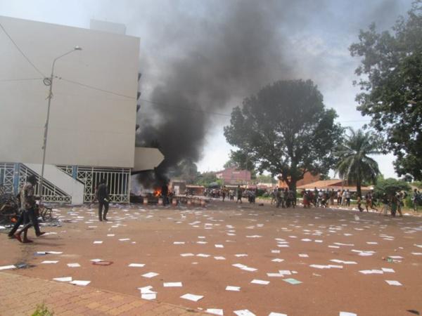 Photos: Bobo-Dioulasso mise à sac de bâtiments administratifs
