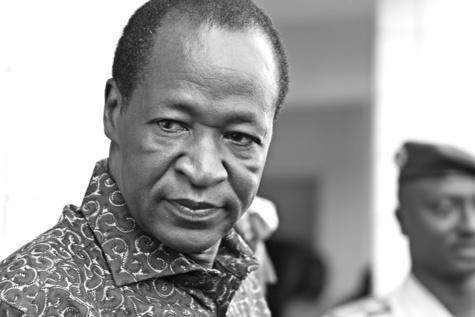 Burkina Faso : le président Blaise Compaoré annonce la dissolution du gouvernement et décrète l'état de siège