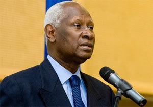 Burkina Faso: Abdou Diouf 'prend acte' de la démission de Compaoré et appelle à la retenue