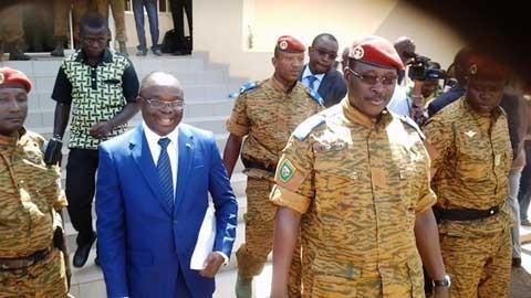 Au Burkina Faso, le lieutenant-colonel Zida poursuit la concertation