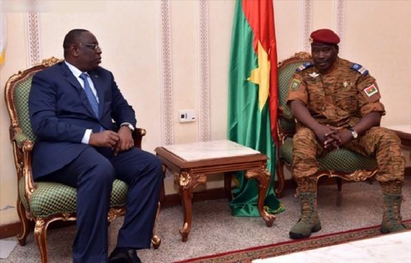 Macky Sall à Ouaga pour mettre la pression sur les militaires