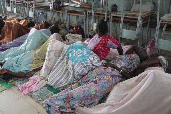 Photos - Grève de la faim des sortants de la Fastef: 27 personnes évacuées