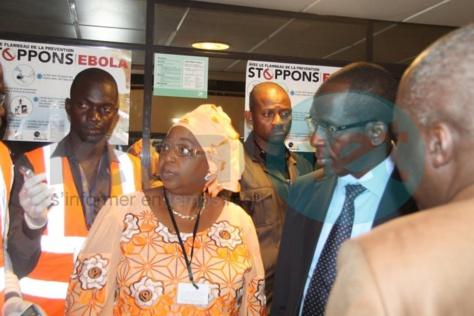"""Ebola : Awa Marie Coll Seck """"satisfaite du dispositif sanitaire"""" à l'aéroport de Dakar"""