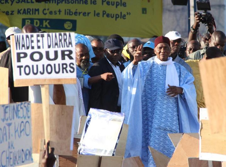 Suivez en Direct sur www.leral.net le meeting de l'opposition présidé par Me Wade