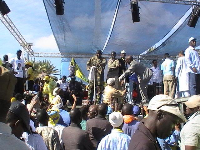 Meeting de l'opposition: La Place de l'Obélisque fait le plein