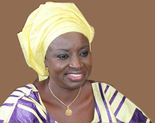 """Élections anticipées en 2015 : Selon Mimi Touré, Wade veut faire du """"retenez moi ou je fais un malheur!"""""""