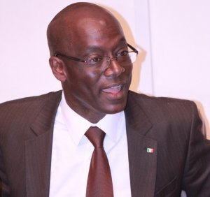"""Thierno Alassane Sall répond à Me Wade : """"Le 23 juin Macky Sall aurait pu marcher sur le Palais"""""""