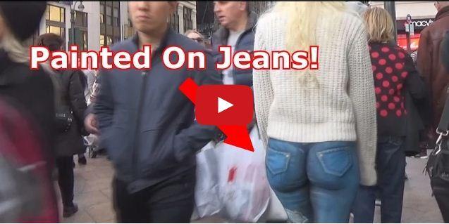 Cette femme se ballade presque nue dans les rues de New York sans que personne ne s'en rende compte