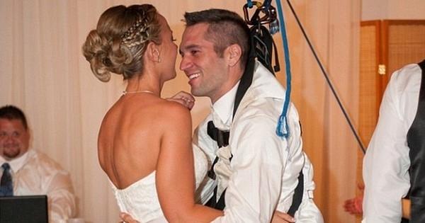 Un homme paraplégique se lève de son fauteuil roulant pour danser à son mariage ! Magnifique...