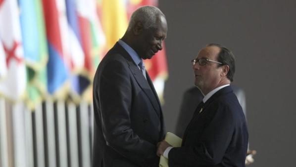 """François Hollande à Abdou Diouf : """"Votre nom fait raisonner, dans le monde, la démocratie et la paix"""""""
