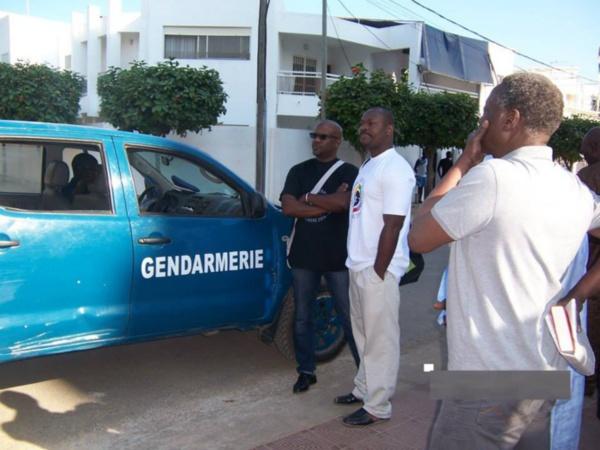 Les gendarmes interrompent le colloque du Front contre le sommet de la Francophonie