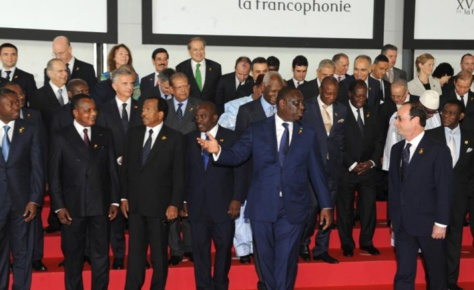 """Hollande  à Macky: """"Le sommet de Dakar a été une réussite du début à la fin"""""""