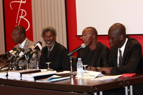 Audio: Les avocats de Karim Wade dénoncent le report du procès de leur client