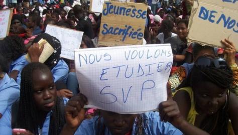 Les enseignants menacent d'aller en grève