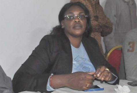 [Video] Les billets de banque offerts par Marième Faye Sall provoquent une bagarre à Touba