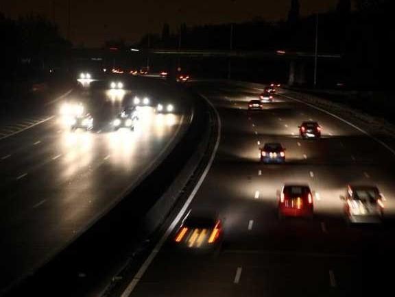 Eclairée durant la Francophonie, l'autoroute replongée dans le noir