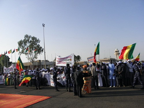 En visite de 48 heures au Gabon : Macky Sall mobilise une cinquantaine de millions pour son accueil et son meeting à Libreville