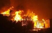 Depuis hier, à 14 heures, un impitoyable feu de brousse ravage le tapis herbacé du Ranch de Dolly